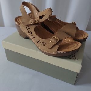 Patrizia Shantay sandal tan size 10 new